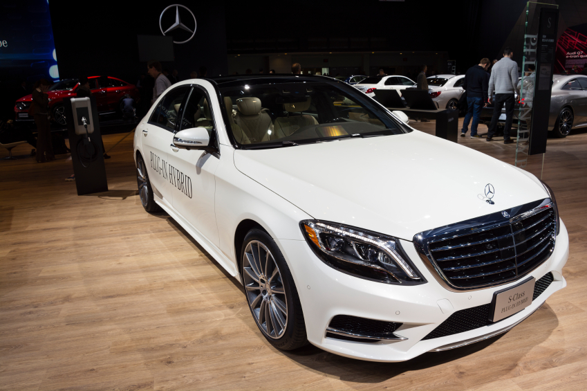 Assembly line robots couldn't keep up with S-Class production