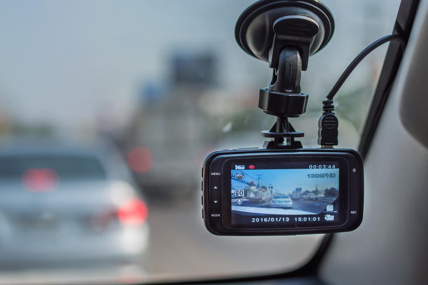 Professionals with auto mechanic training know about the benefits of a dashboard camera