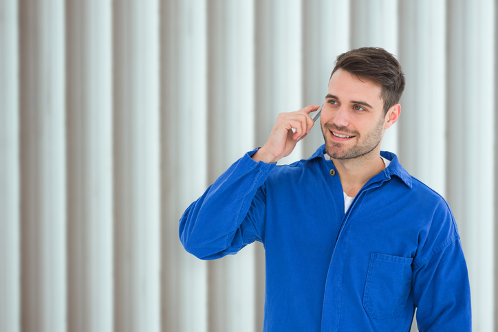 Use a Friendly Tone When Working the Phone as an Auto Service Writer