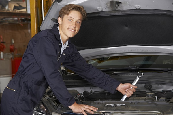 Dealerships need more young auto mechanics to replace the many who will soon retire