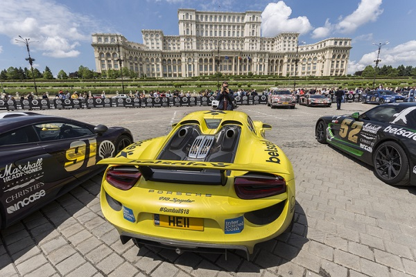 The Porsche 918 Spyder's top-mounted pipes helped reduce the overall weight of the car
