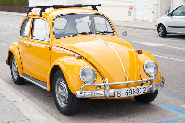 The design of the first Porsche was similar to the early prototypes of the VW Beetle