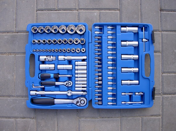 Make sure all equipment tools are stored neatly, to avoid causing accidents if they are laid on the floor
