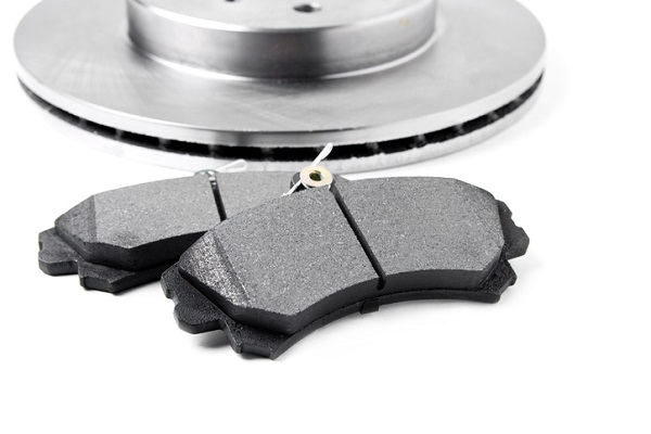 Metallic brake pads can come in either fully or partially metallic form