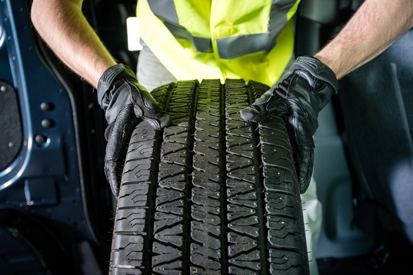 Car owners can use online booking systems to make an appointment for mobile tire installation