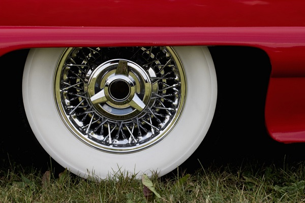 Tires with whitewalls should be stacked among other whitewalled tires