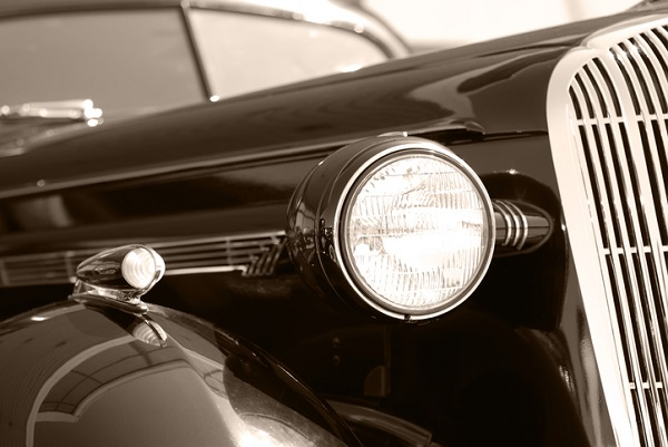 The Chrysler Model B-70 was known for boasting various unprecedented features for its time