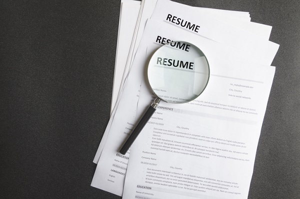 Paying attention to the wording of your resume can help you en route to a job as a mechanic